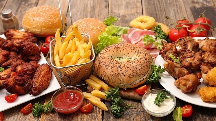 Bữa ăn nhiều chất béo và thực phẩm chiên.