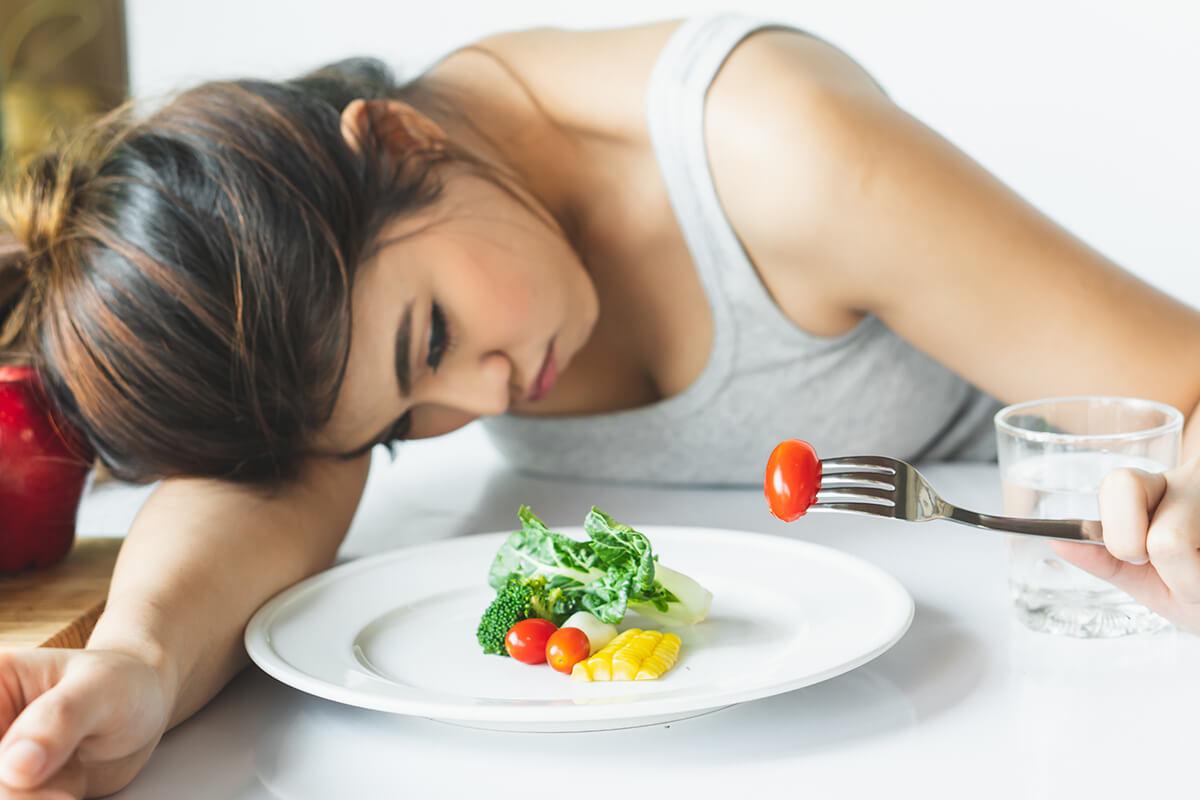 Chán ăn cũng bao gồm các vấn đề về cảm xúc và hành vi.