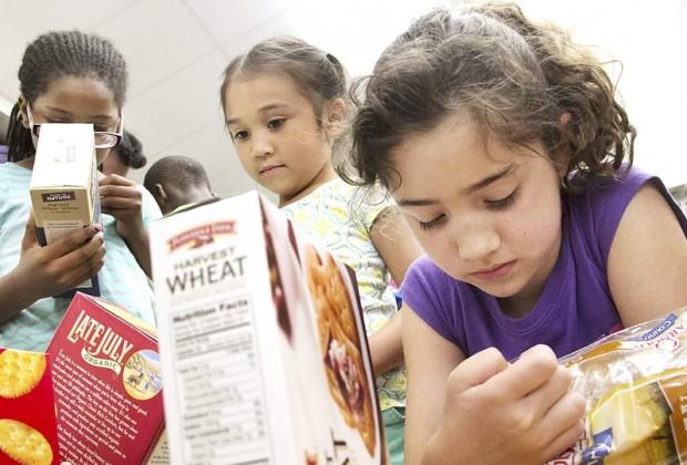 Thói quen nhìn vào nhãn dinh dưỡng thực phẩm